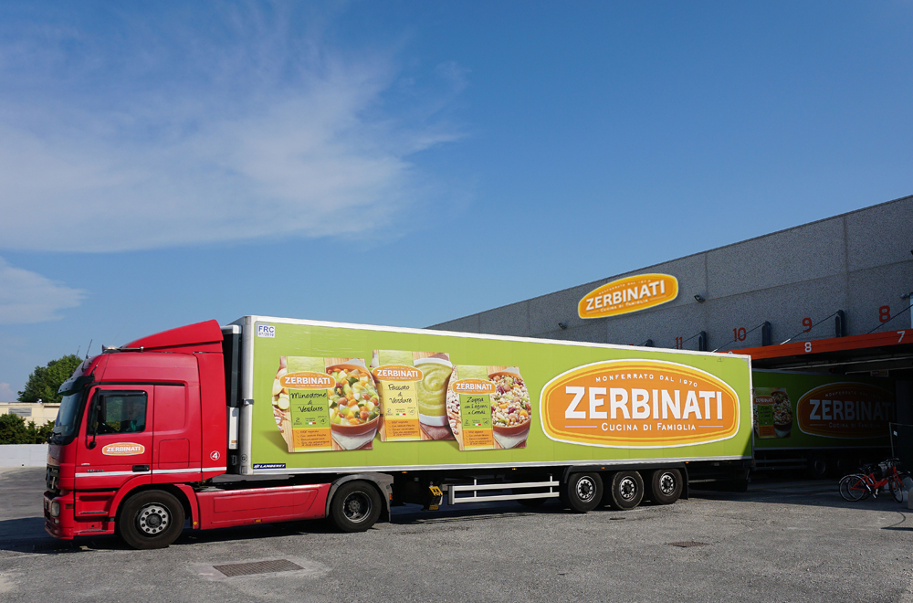 The product is then loaded onto refrigerated vehicles to be distributed to the best supermarkets.